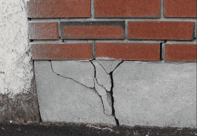 2 kinds of leaders cracks in their foundation with these flaws