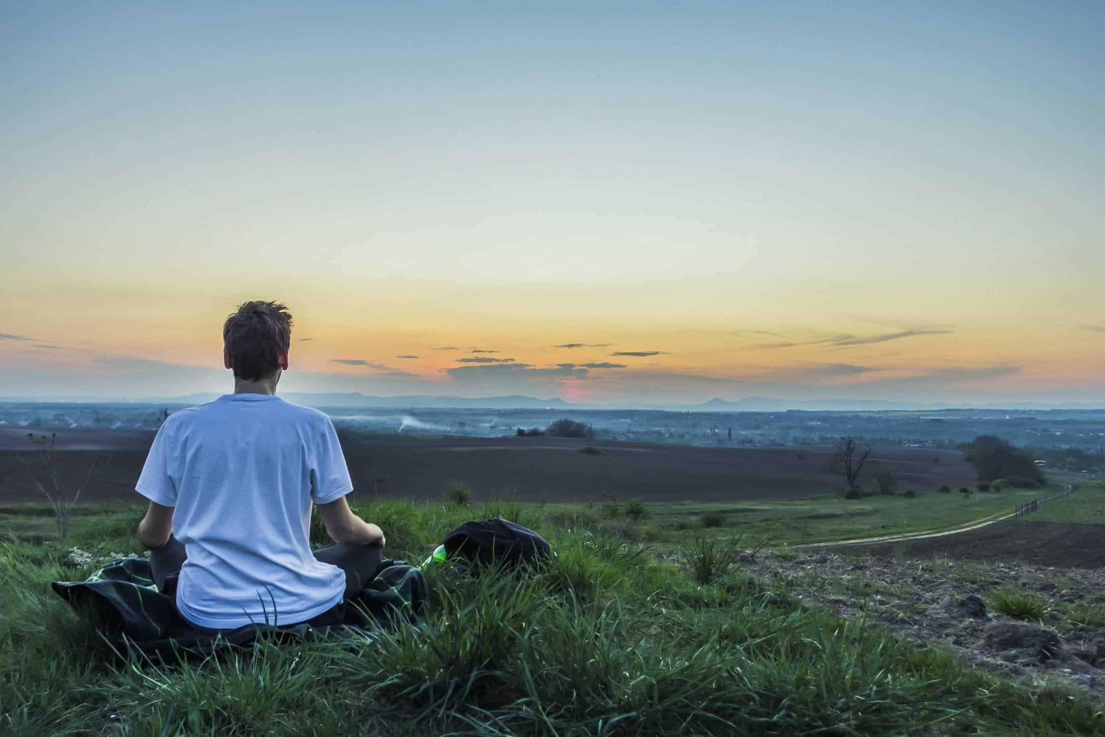 meditate to reduce workplace stress